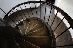 Houten trap in een oude toren Stock Afbeeldingen