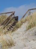 Houten treden aan het strand Royalty-vrije Stock Afbeelding