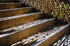 Houten treden met licht-schaduwspel Royalty-vrije Stock Fotografie