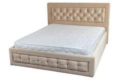 Houten tweepersoonsbed royalty vrije stock afbeelding afbeelding 26679846 - Houten bed ...