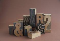 Houten type met ampersands royalty-vrije stock foto's