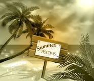 Houten uithangbord op idealistisch tropisch strand Stock Foto's