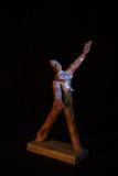 Houten verwezenlijking, hout, Ð'Ð?Ñ€Ð?Ð ² Ð ¾, Ð¸Ñ  ÐºÑƒÑ  Ñ  Ñ 'Ð ² Ð ¾, houten hoofd, met de hand gemaakte kunst, beeldhouww Stock Foto's