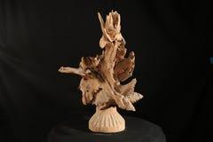 Houten verwezenlijking, hout, Ð'Ð?Ñ€Ð?Ð ² Ð ¾, Ð¸Ñ  ÐºÑƒÑ  Ñ  Ñ 'Ð ² Ð ¾, houten hoofd, met de hand gemaakte kunst, beeldhouww Stock Afbeeldingen