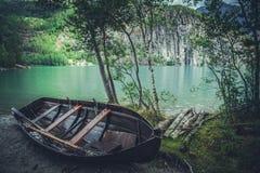 Houten vissersboot stock afbeeldingen