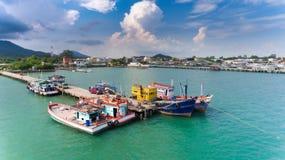 Houten vissersboten die bij de haven drijven Royalty-vrije Stock Foto