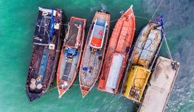 Houten vissersboten die bij de haven drijven Royalty-vrije Stock Foto's