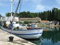 Houten vissersvaartuig royalty-vrije stock afbeeldingen