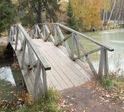 Houten voetbrug Royalty-vrije Stock Foto's