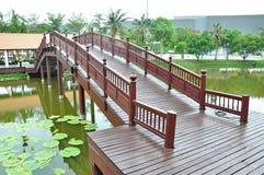 Houten voetbrug Royalty-vrije Stock Afbeelding