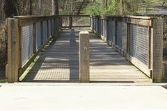 Houten voetbrug Stock Foto's