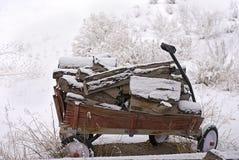 Houten Wagen in de Sneeuw Royalty-vrije Stock Afbeelding
