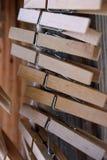 Houten wasknijpers op kabel Royalty-vrije Stock Foto's