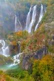 Houten weg in het nationale park van Plitvice in de herfst Royalty-vrije Stock Foto