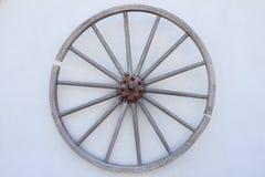 Houten wiel op de muur Royalty-vrije Stock Fotografie