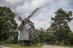 Houten windmolen stock foto