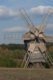 Houten windmolen. Herfst bos. Royalty-vrije Stock Afbeelding
