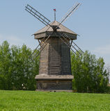 Houten windmolen van het Sudogodsky-gebied in het museum van houten architectuur in Suzdal Stock Afbeelding