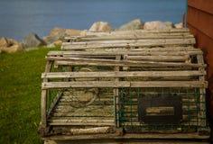 Houten zeekreeftvallen in Kaap Breton stock foto's