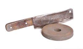 Houthakkersbijl met Oud schurend geïsoleerd wiel Stock Fotografie