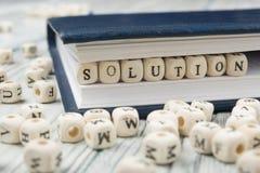 Houtsneden met brieven die Oplossing spellen Houten ABC royalty-vrije stock afbeeldingen