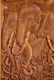 Houtsnijwerkpatroon op de deur van Thaise tempel Stock Afbeeldingen