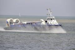 Hovercraft που ταξιδεύει με την ταχύτητα Στοκ Εικόνα