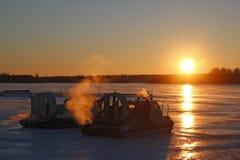 Hovercraft al tramonto Fotografie Stock Libere da Diritti