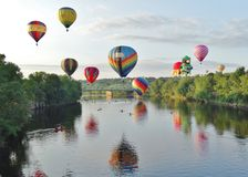 Hovering hot air balloons Royalty Free Stock Photos