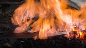 Hovslagarepanna med bränningkol royaltyfria foton