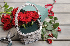 How to make bouquet of roses in wicker basket tutorial Stock Photos