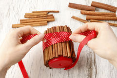 How to make candle decorated with cinnamon sticks - tutorial Royalty Free Stock Images
