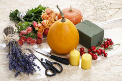 How to make a Thanksgiving centerpiece - step by step Stock Photos