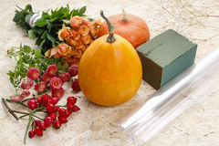 How to make a Thanksgiving centerpiece - step by step Royalty Free Stock Images