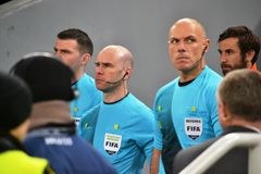 Howard Webb on the match Shakhtar - Borussia Stock Photography