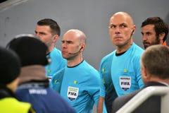 Howard Webb på matchen Shakhtar - Borussia Arkivbild