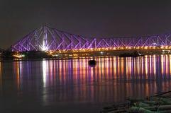 Howrah-Brücke in den Nachtlichtern lizenzfreie stockfotos