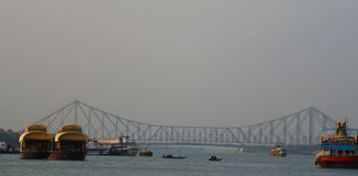Howrah bro i Kolkata arkivfoton