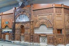 HOWRAH, INDIA - OKTOBER 27, 2016: Oud bespreekbureau bij de Verbindingsstation van Howrah in Indi stock afbeeldingen