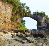 Howrah naturel Coral Bridge avec la colline et la verdure, plage de Laxmanpur, Neil Island, Andaman, Inde photos stock