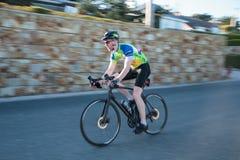 Howth ståndsmässiga Fingal, Irland - panorera cyklisten Arkivfoton