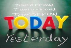 Hoy, ayer, y mañana palabras en la pizarra Foto de archivo libre de regalías
