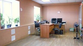 Hoy en día interior típico de la oficina existencias Interior vacío de una oficina típica metrajes