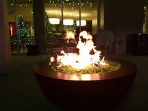 hoyo de cristal del fuego de la señora en la Navidad Foto de archivo libre de regalías
