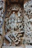Hoysaleshwara świątyni ściany cyzelowanie władyka Brahma twórca z jego żony boginią Saraswathi obraz stock