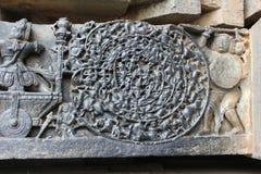 "Hoysaleswara寺庙墙壁雕刻ChakravyÅ ""ha战争技术多层防御形成 库存照片"