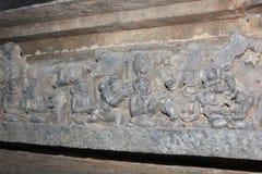 Hoysaleswara寺庙鞠躬某些神的墙壁雕刻古老宇航员 图库摄影