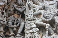 Hoysaleswara świątyni ściany cyzelowanie władyki narasimha lew stawiał czoło hinduskiego bóg skalpuje demonu Obraz Stock