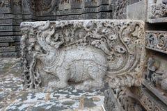 Hoysaleswara Świątynny gargulec rzeźbił z Makara mitycznym zwierzęciem Fotografia Stock