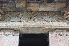 Hoysaleswara Świątynny wejście - Makara Thoram mityczny zwierzę rzeźbił wejście Obrazy Royalty Free